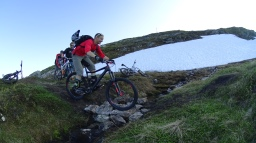 Rundfjellet «biking in the dark»